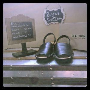 Leather wedge sandal Kenneth Cole sz11